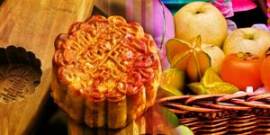 eating mooncake in mid-autumn festival